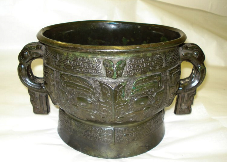 Chinese bronze vessel likely to be a fake