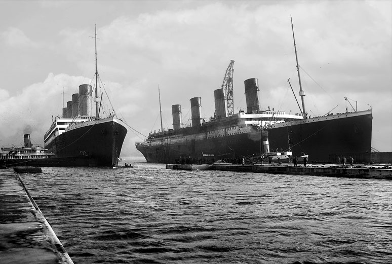 Olympic and Titanic : Wiki Commons