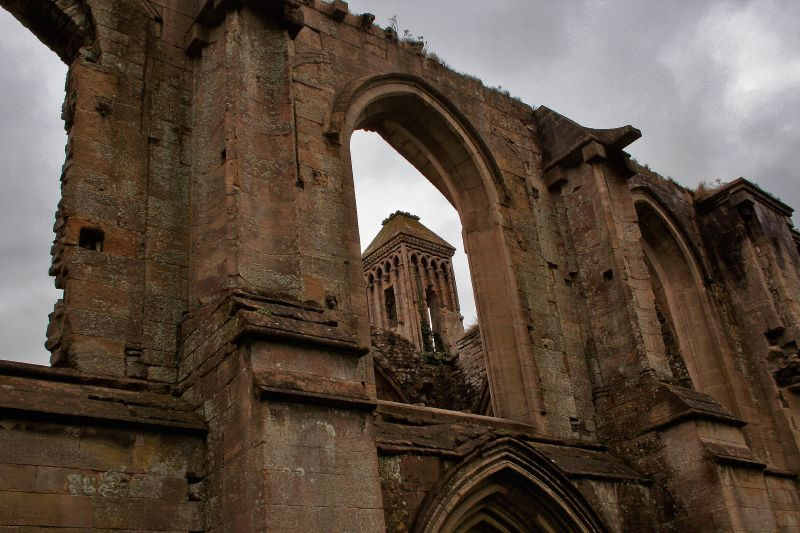 Glastonbury Abbey excavations reveal Saxon glass industry