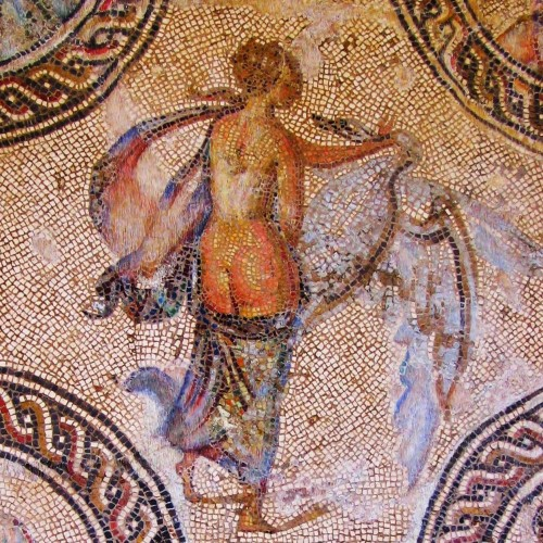 Research analyzes the cultural construction of nudes in Roman mosaics.