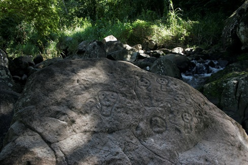 Petroglyphs of Rivière du Plessis, in Guadeloupe. Photo: Gérard Richard.