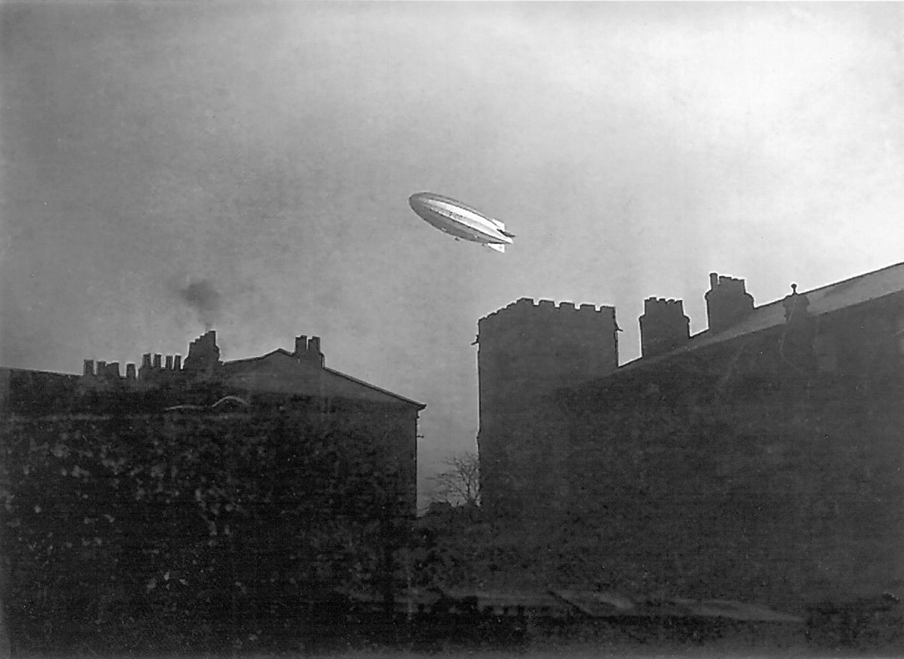 Airship over York : Credit UH