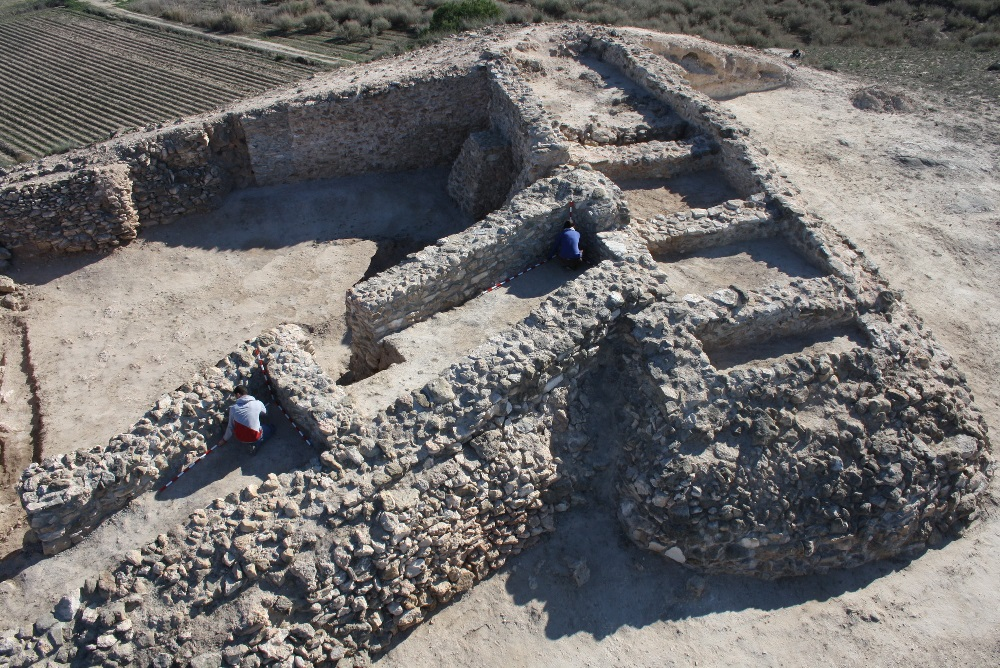 Phoenicians from above with remote sensing and aerial