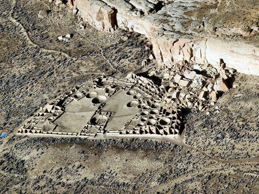 Sites like Pueblo Bonito in northern New Mexico reached their maximum size in the early A.D. 1100s, just before a major drought began to decrease birth rates throughout the Southwest. Credit : WikiPedia