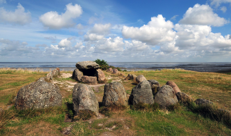 Megalith: WikiPedia
