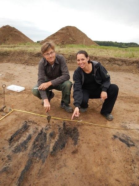 Søren Sindbæk and Nanna Holm at the excavation site.