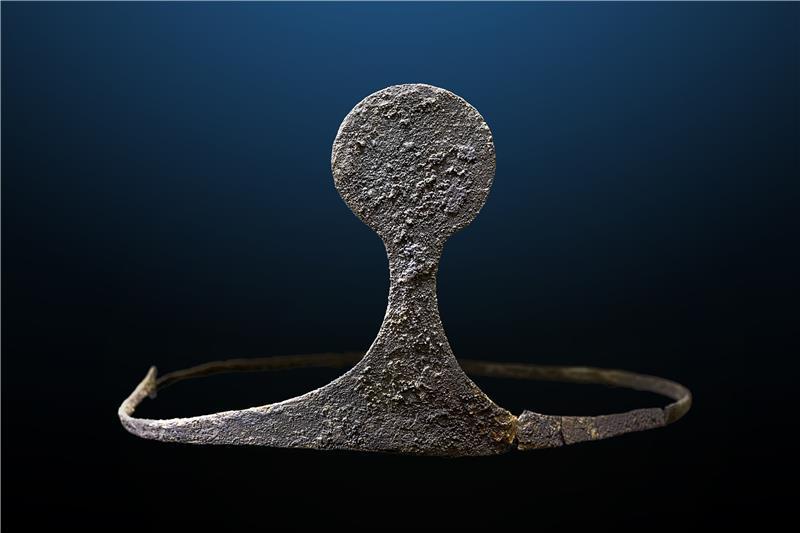 SIlver Diadem discovered at the tomb: Universitat Autònoma de Barcelona
