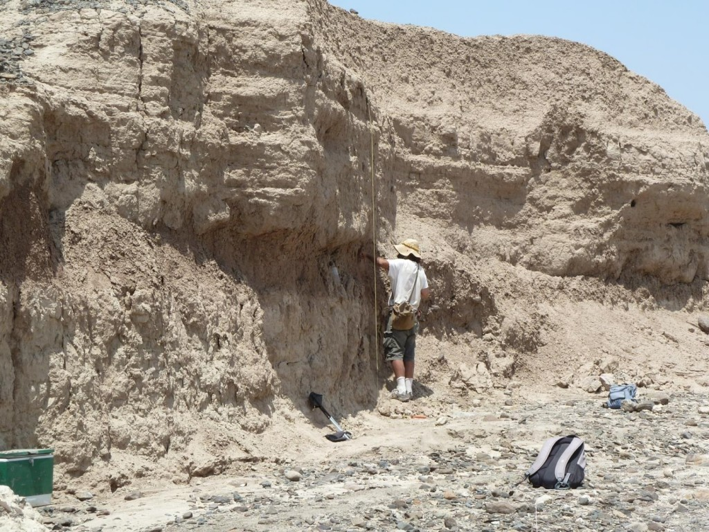 Chris Lepre of Columbia University's Lamont-Doherty Earth Observatory (back to camera) precisely dated the artifacts by analyzing layers above, around and below them for reversals in earth's magnetic field. Credit: West Turkana Archaeological Project