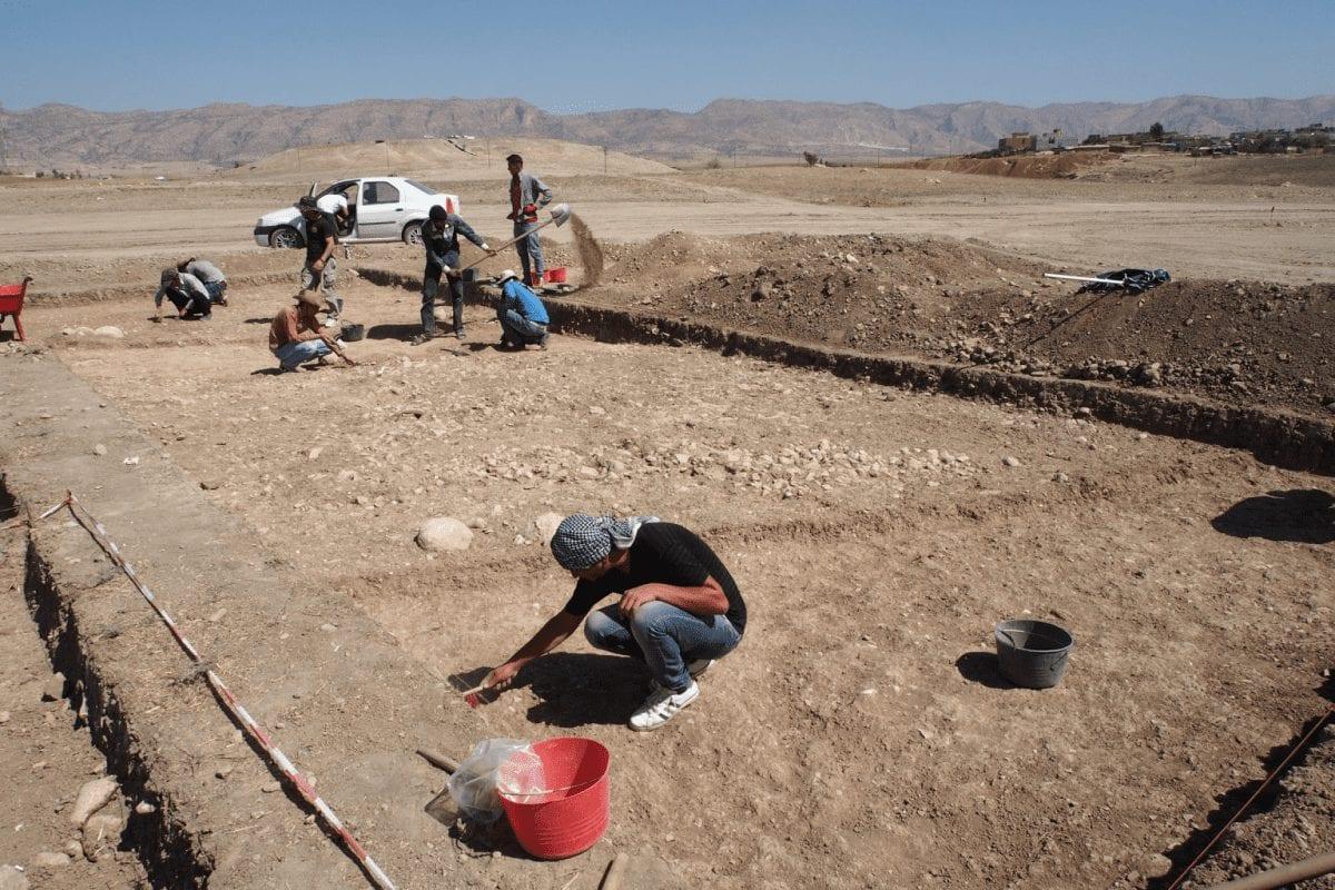 Excavation work on the Bronze Age overland roadway outside the village of Bassetki. Photo: P. Pfälzner