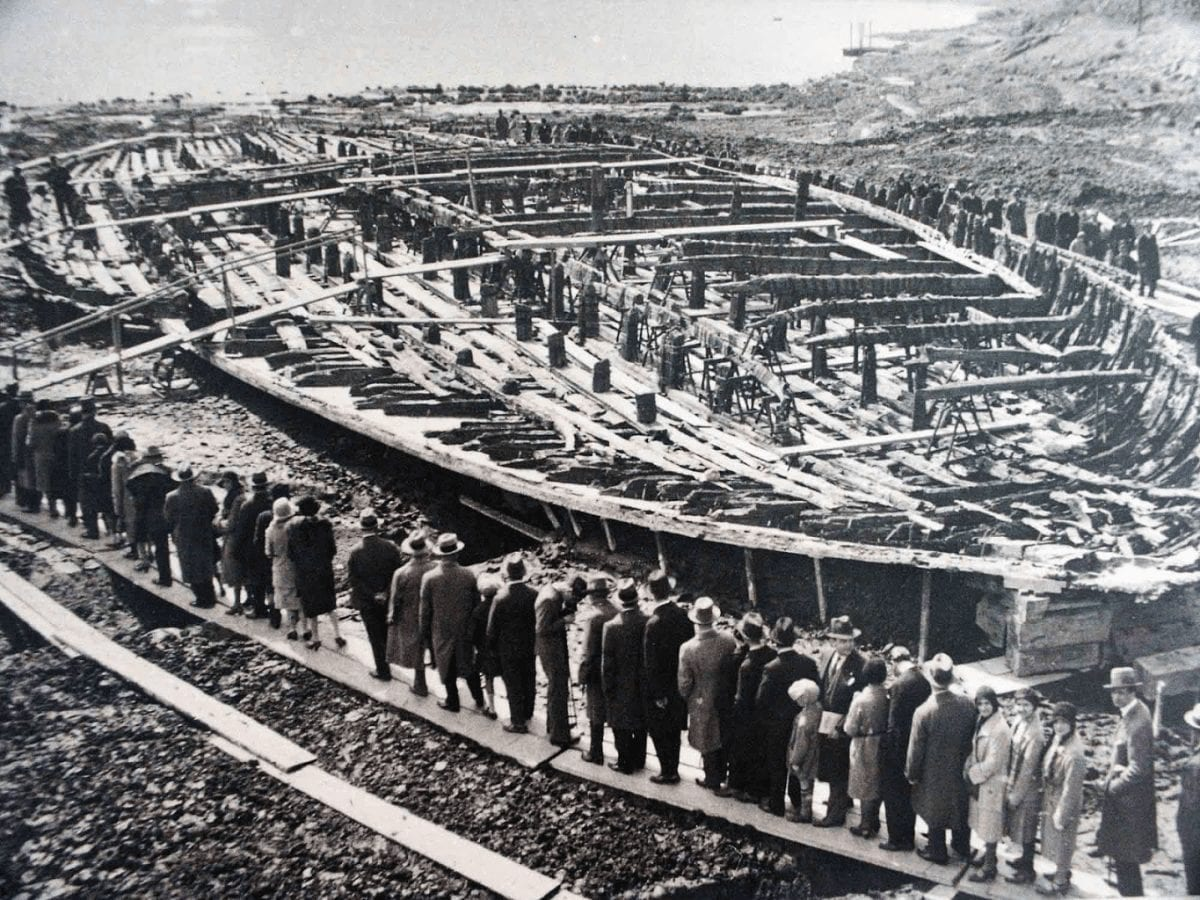 Italians tourists visiting the Nemi ships -1932