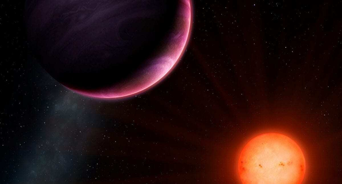 Giant planet orbiting small star discovered, scientists stumped