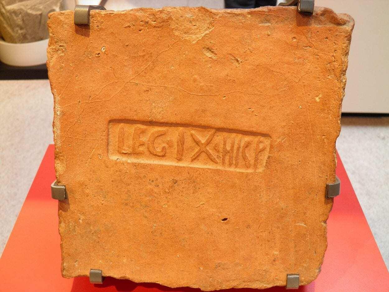 1440px-Yorkshire_Museum_York_Eboracum_7685234562-scaled.jpg